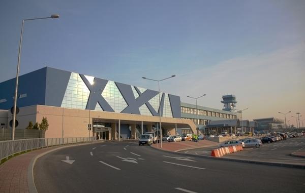"""Acces direct in terminalul de plecari al aeroportului """"Henri Coanda"""""""