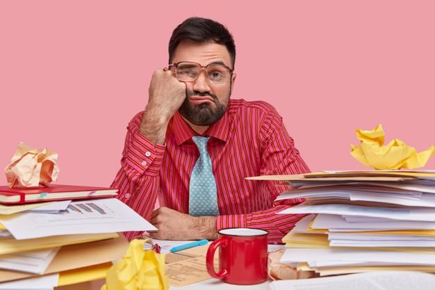Bancuri despre sefi, angajati si intamplari de la serviciu. Managerul catre candidat: In afara de ''sef la buzunarul lui tati'', unde ati mai lucrat?