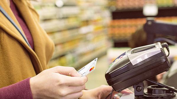 Tranzactiile de plata cu carduri au crescut cu 10% in timpul pandemiei