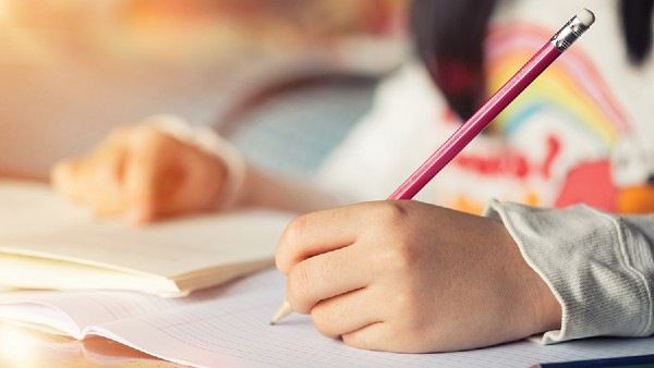 Cerere inedita a unui elev catre invatatoare: Nu ne mai dati teme vinerea. Invatatoare a aprobat, dupa ce a citit pana la capat solicitarea