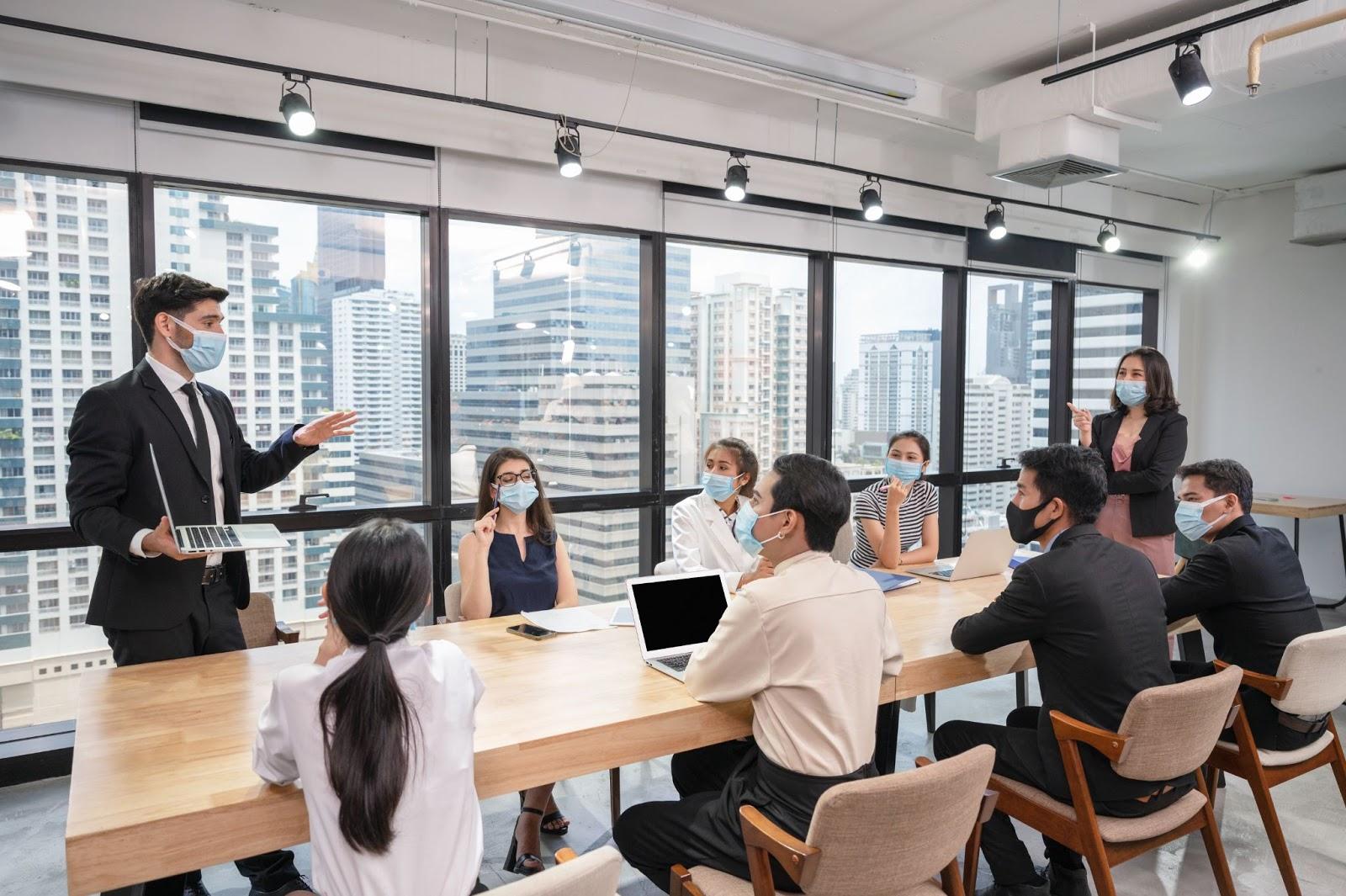 Ce pot face companiile pentru a le oferi angajatilor un mediu sigur si steril cand se vor intoarce la birou