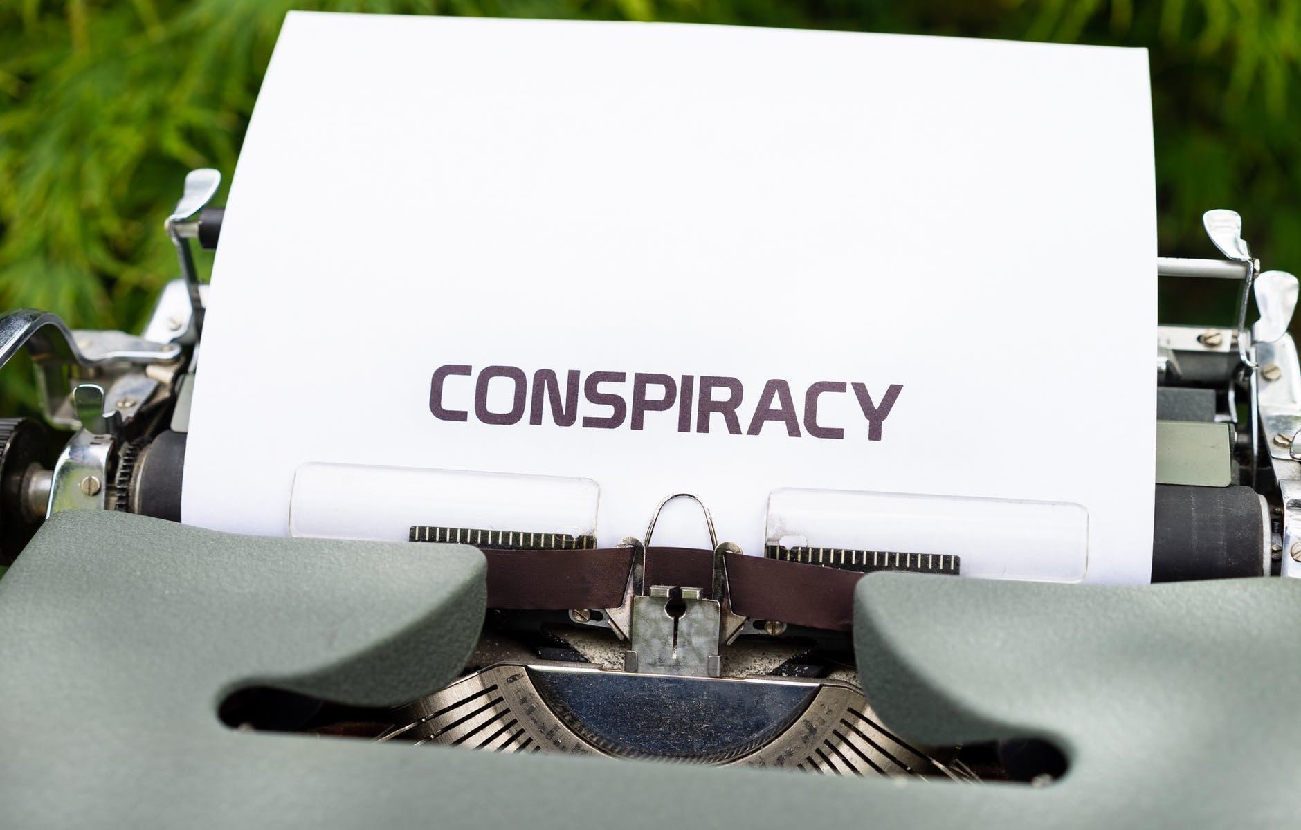 Teoriile conspirationiste. Cum au ajuns oamenii sa creada toate aberatiile?