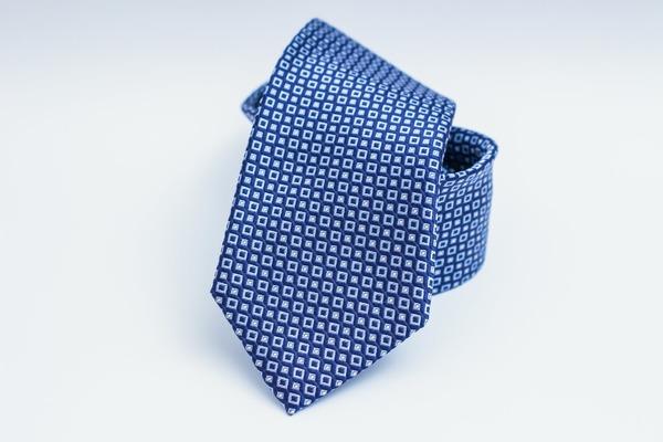 Ce-i lipseste transportului in comun din Bucuresti? Tichii de margaritar, uniforme, cravate, esarfe