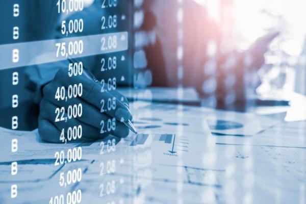 Vesti bune pentru romani si pentru firme: Economistii se asteapta la o ieftinire a creditelor