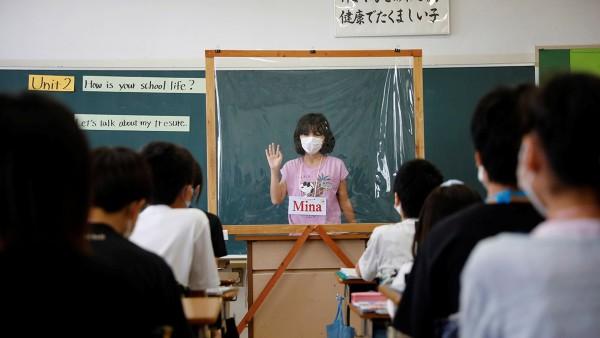 Noi intrebam, expertii europeni raspund: E sigur sa imi trimit copilul la scoala in plina pandemie?