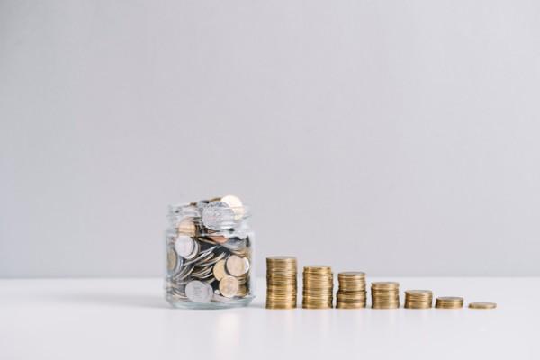 Cati bani ai economisit in pandemie? Stiai ca poti salva economia cu ei? Calculele economistilor pe pusculita ta