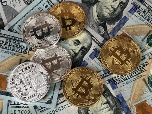 Cum a reusit Bitcoin sa rivalizeze de la egal la egal cu dolarul american