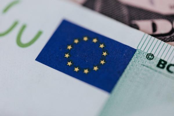 Romania este singura tara din regiune cu o crestere continua a deficitului comercial. Fondurile europene pot fi solutia
