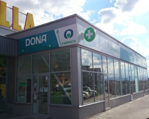 DONA inaugureaza la Brasov prima farmacie din oras cu un design nou