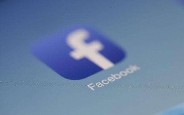 Facebook, in mijlocul unui nou scandal. Reteaua incurajeaza pirateria de filme