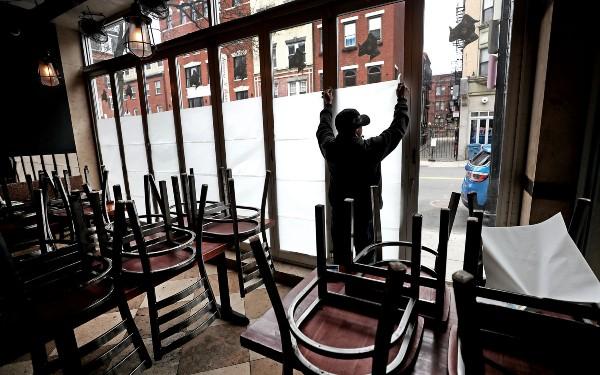 Industria ospitalitatii, sub o presiune uriasa. Restaurantele au putine sanse sa se redeschida curand