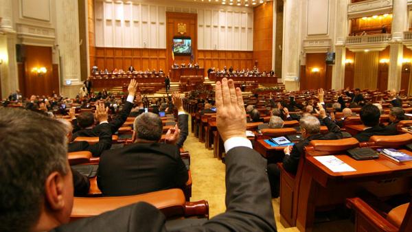 Orban: Indemnizatiile demnitarilor vor fi INGHETATE. Incepe RESTRUCTURAREA in Ministere