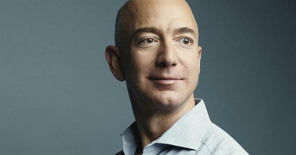 Jeff Bezos, CEO-ul Amazon, vrea sa dezvolte habitate umane pe Luna
