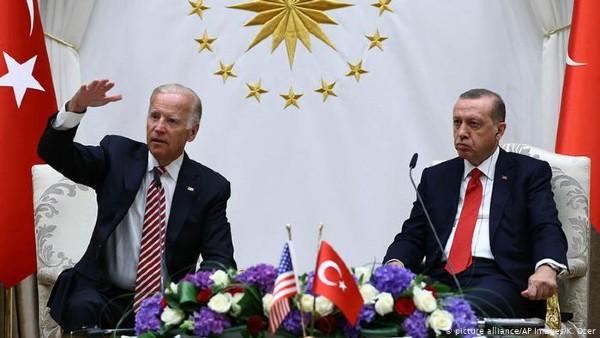 Biden nu a reusit sa ajunga la un acord cu Erdogan privind rachetele rusesti. Problema ramane tensionata