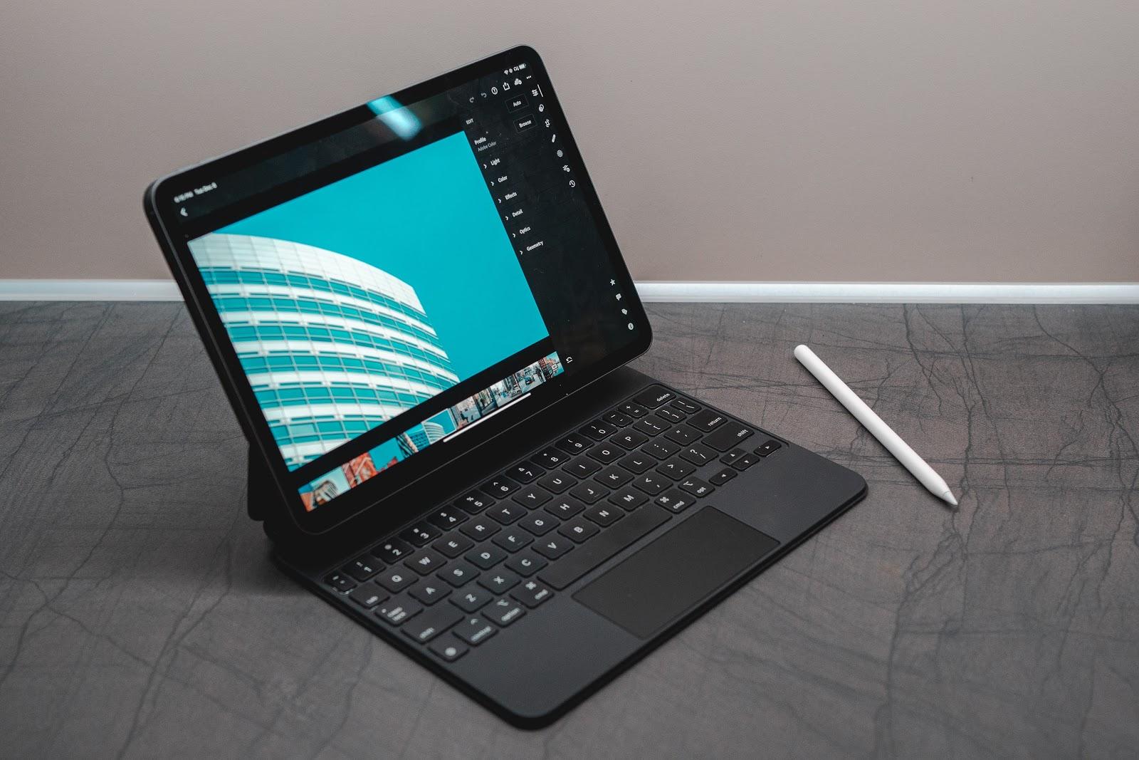 Avantaje si dezavantaje ale unui laptop 2-in-1