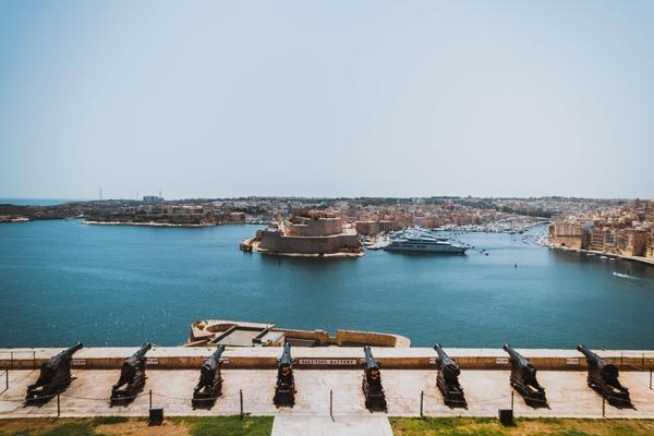 Malta include Romania pe lista statelor in care este cod portocaliu. Noi conditii de intrare pentru romani
