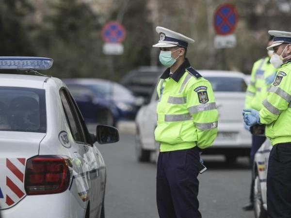 Masca de protectie, obligatorie in mai multe zone publice din Bucuresti, nu doar in Centrul Vechi