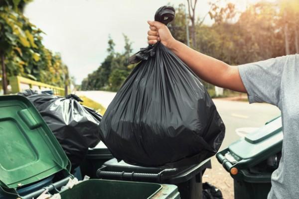 Se confisca masini: Sactiuni dure pentru cei care transporta si arunca ilegal gunoiul