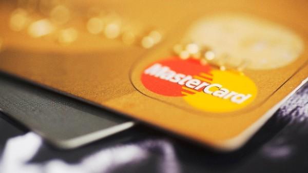 Mastercard A MAJORAT limita pentru platile contactless fara PIN