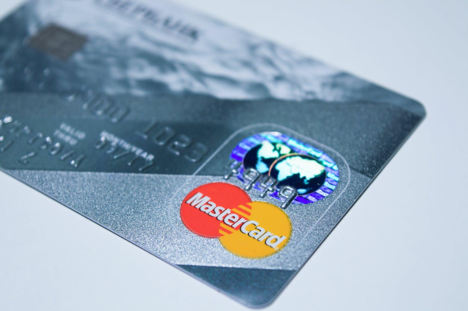 MasterCard si Samsung anunta lansarea unui card care permite plati contactless prin intermediul amprentei