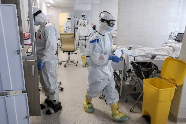 Medic german: Oamenii care nu s-au vaccinat ar trebui sa aiba interdictie de calatorie si nu ar trebui sa isi dea mastile jos