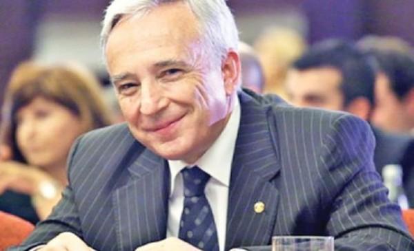 Isarescu a transmis Parlamentului o scrisoare in care solicita sa fie o exceptie de la legea care interzice cumulul pensiei cu salariul
