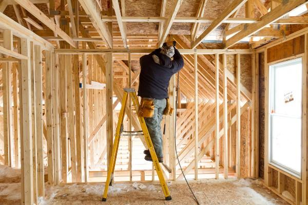 Muncitorii in constructii sunt nemultumiti de conditiile de munca din tara: Mai bine in strainatate, departe de familie, dar cu salarii decente