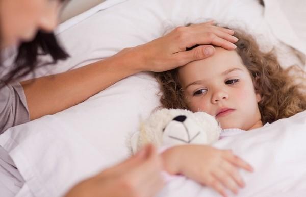 Cand NU trebuie dus copilul la scoala? Rafila: Este extrem de simplu: Daca il doare capul si are febra, daca tuseste, daca ii curge nasul