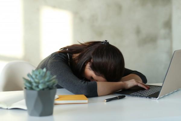 Cate ore muncesti pe saptamana? OMS: peste un anumit volum, risti probleme grave de sanatate