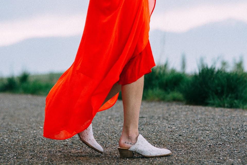 Cum porti vara aceasta papucii de dama cu toc
