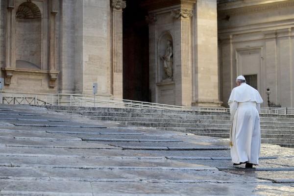 Restrictii mai dure in Italia, de Pastele catolic. Papa Francisc, din nou singur in Piata Sf. Petru