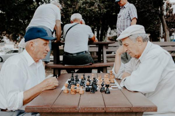 Anunt important pentru pensionari: Pensiile vor fi virate pe card
