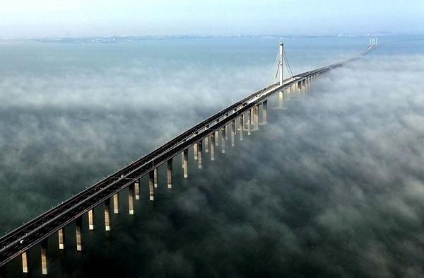Cel mai lung pod maritim din lume a fost inaugurat astazi, in China