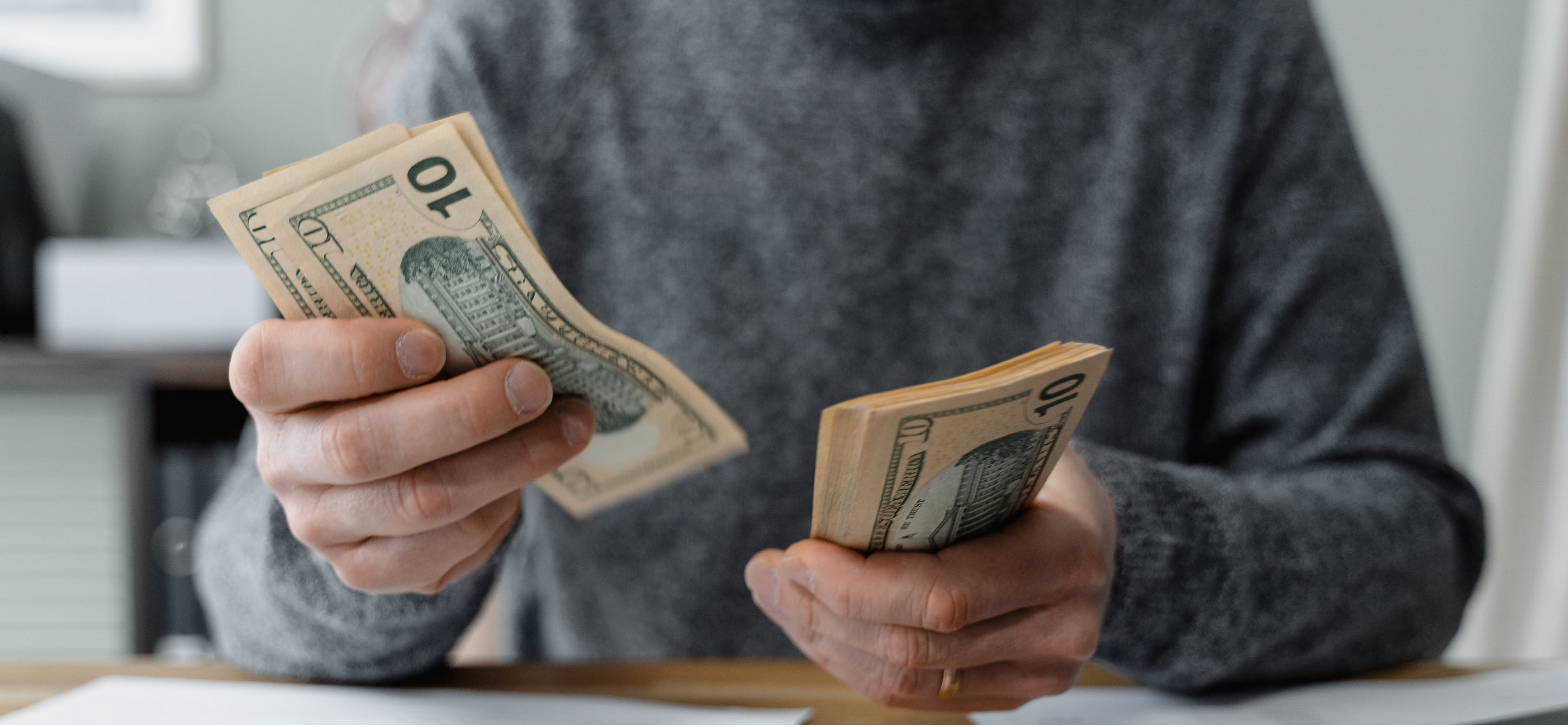 Ghidul angajatorului. Probleme practice care apar la poprirea veniturilor salariale