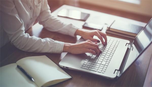 Postarile din mediul online, pericol pentru cariera. Managerii analizeaza comportamentul online al angajatilor si se poate ajunge pana la concedieri