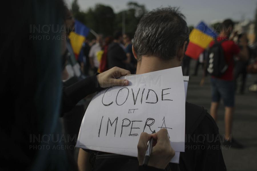 FOTO. Protestul din Capitala ia amploare. Oamenii scandeaza LIBERTATE. Jandarmeria intervine