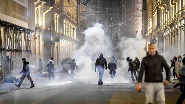 Pandemia infloreste in Europa, iar protestele o zguduie. Europenii s-au saturat de restrictii