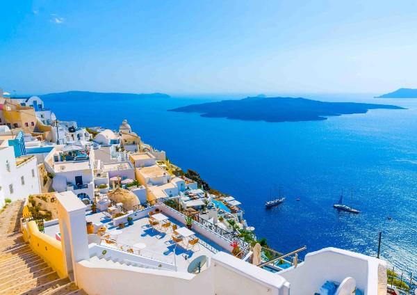 De astazi, Grecia intra in zona rosie. Turistii nevaccinati care vin din vacanta vor intra doua saptamani in carantina