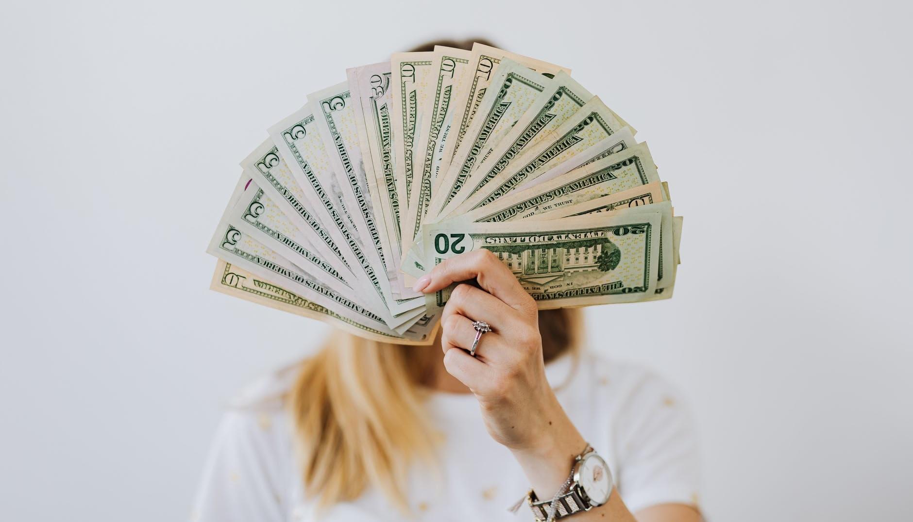 Ghidul angajatorului. In ce conditii poate fi micsorat salariul unui angajat?