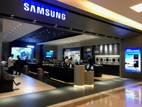 Probleme pentru Samsung. Compania a amanat lansarea noului telefon pliabil Galaxy Fold