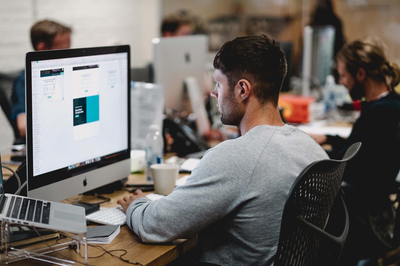5 probleme de sanatate, cauzate de specificul muncii la birou