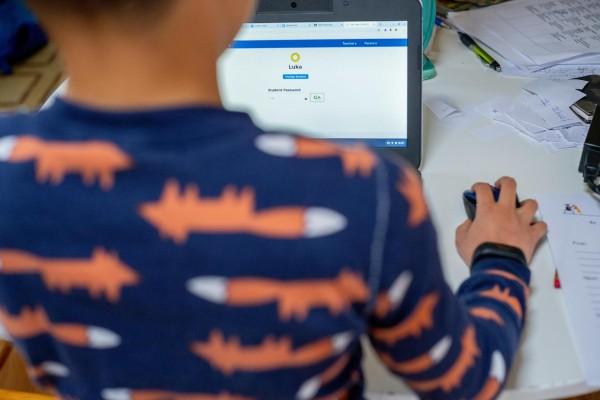ULTIMA ORA: Declaratii pe propria raspundere pentru scoala online. Consiliul Elevilor e indignat