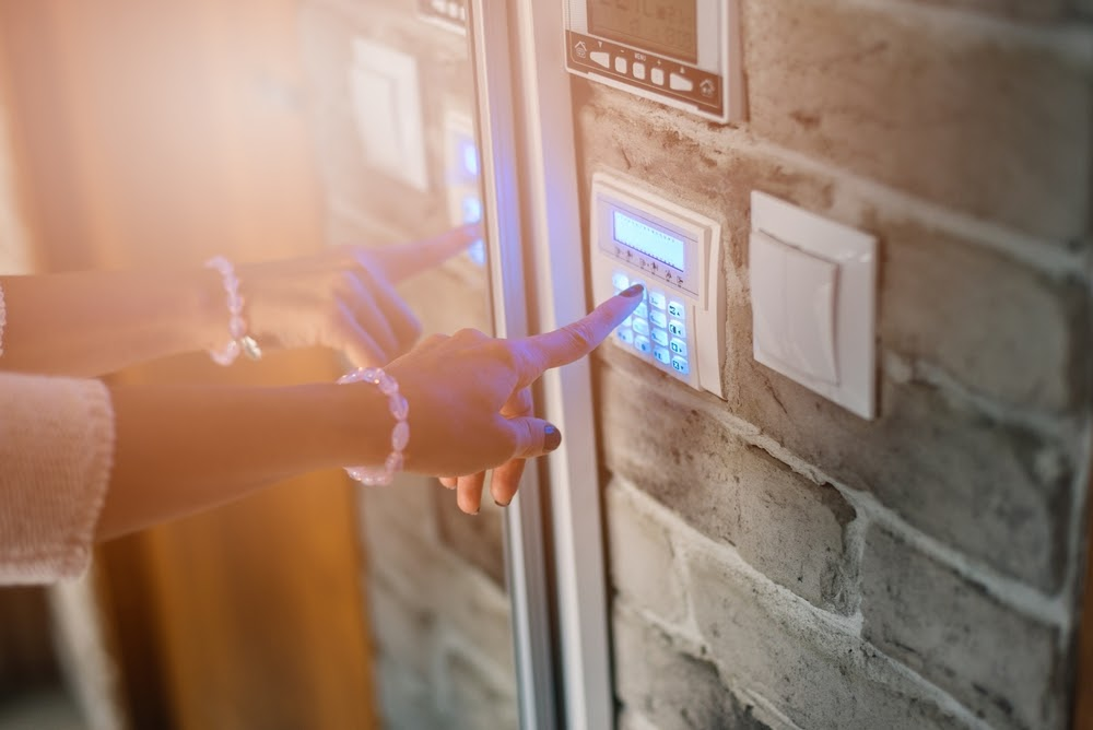 Cum sa-ti protejezi locuinta si bunurile de infractori: ponturi utile pentru a te simti in siguranta acasa