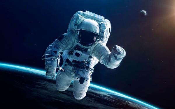 SpaceX lanseaza prima misiune in spatiu cu un echipaj uman.  3 locuri disponibile in nava spatiala, pentru oamenii obisnuiti