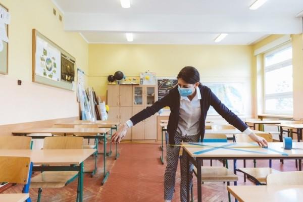 Pandemia da peste cap programa scolara: Ce se intampla cu tezele semestriale si olimpiadele de anul acesta