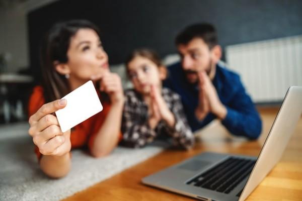 Vesti bune pentru angajatii care au copii. Vor primi mai multi bani de la stat