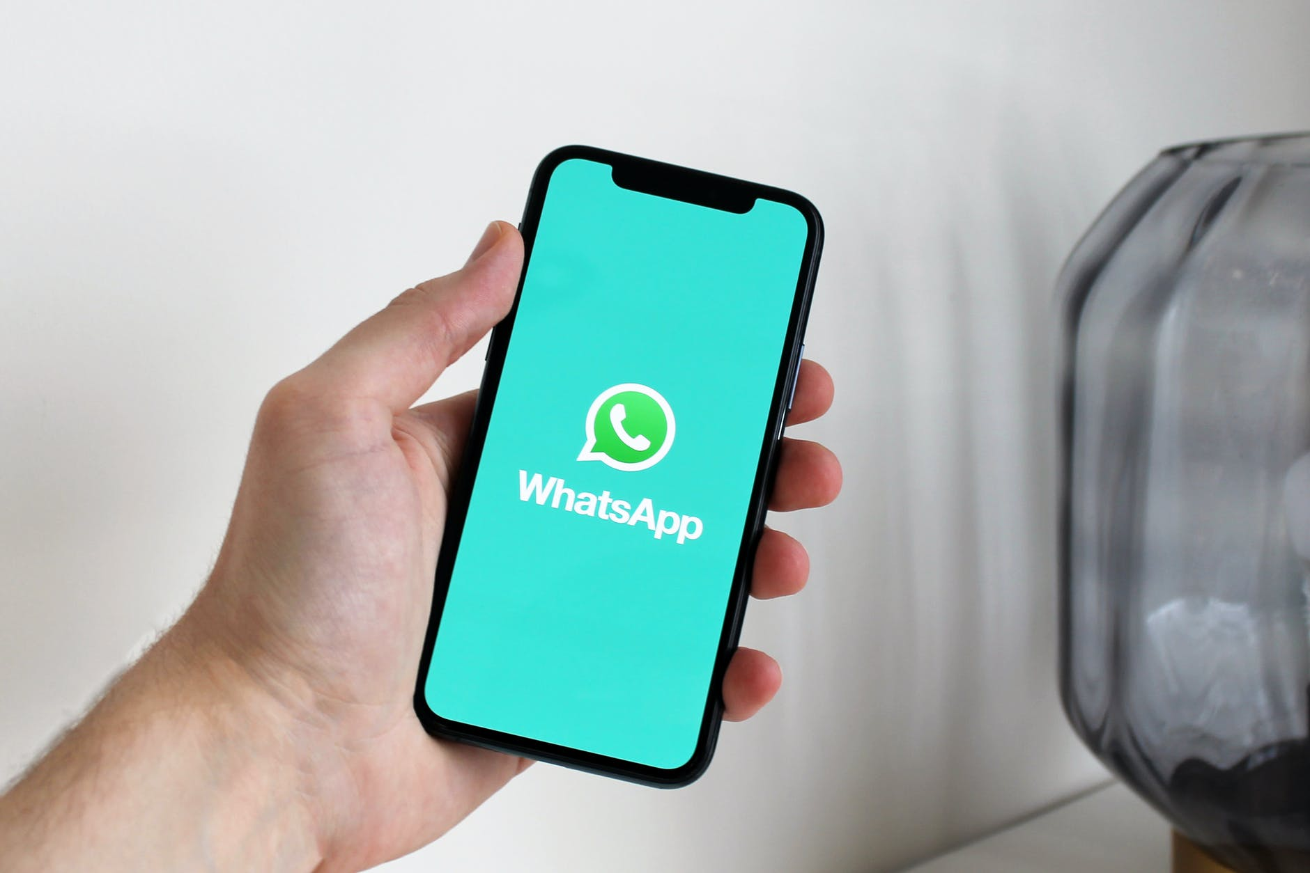 Trucuri WhatsApp: Cum poti ascunde conversatii individuale sau de grup din WhatsApp
