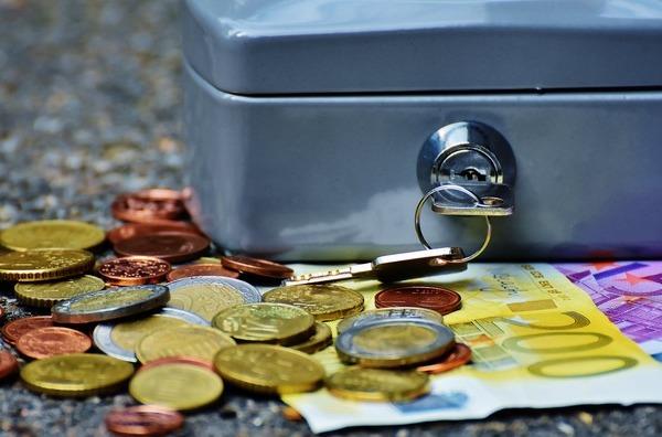 Leul incheie saptamana cu un plus de 0,03% fata de euro si o scadere de 0,02% fata de dolar. Francul elvetian s-a apreciat in fiecare zi