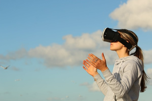 Romania, pioniera la realitatea virtuala. O trupa din tara noastra lanseaza album printr-un concert Virtual Reality