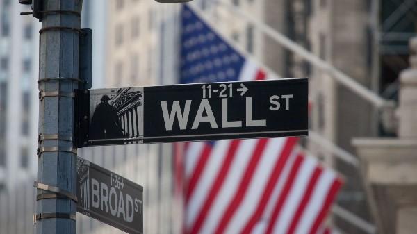 """Se schimba strategia de investitii pe Wall Street. Nu mai e valabila lozinca """"vinde in mai si pleaca"""""""